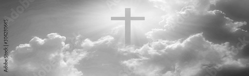 Fotografía  Christian cross appeared bright in the sky with soft fluffy clouds, white, beautiful colors