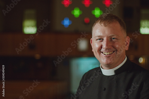 Photo Catholic Priest In Church - Instituted Acolyte