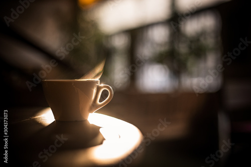 Steamy coffee cup in the sunlight Fototapet