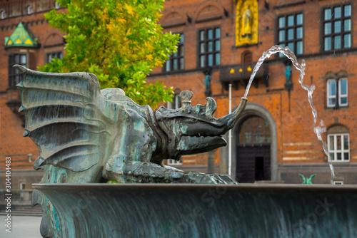 Pinturas sobre lienzo  COPENHAGEN, DENMARK: Bronze dragon statue in front of the Copenhagen City Hall,
