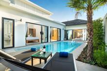 Swiming Pool In Luxury Pool Vi...