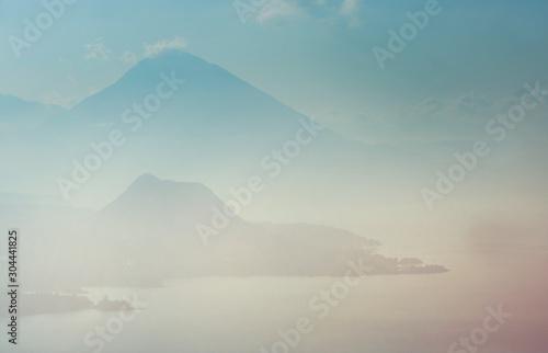 Tuinposter Lichtroze Atitlan lake