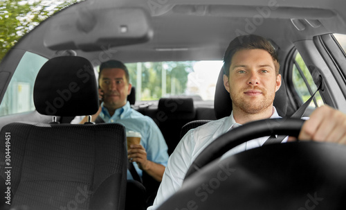 Fotomural  transport, vehicle and taxi concept - male driver driving car with passenger