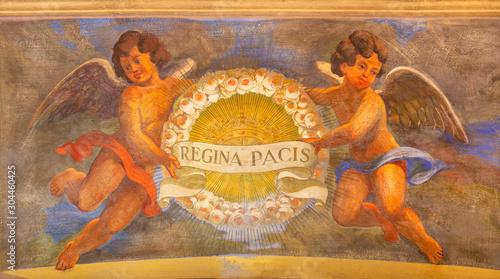 Valokuvatapetti REGGIO EMILIA, ITALY - APRIL 13, 2018: The  fresco of angels with the mariological inscription (Queen of the peace) in church Chiesa di San Giovanni Evangelista