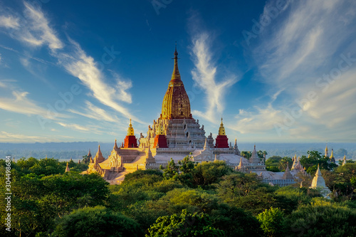 Fotomural Landscape view of Ananda temple in old Bagan area, Myanmar