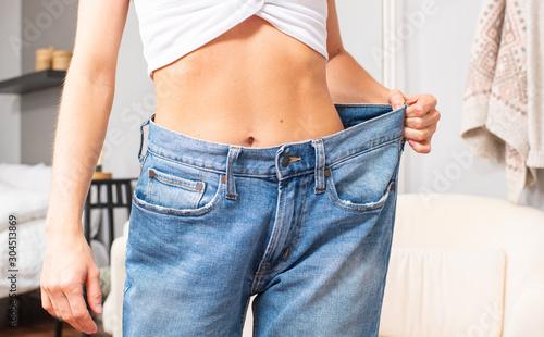 Fotografía Slim girl in oversized jeans after successful diet.