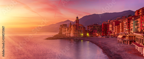 Poster de jardin Corail Camogli city at sunset