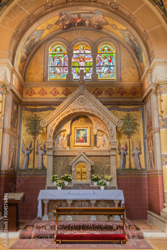 VIENNA, AUSTRIA - FEBRUARY 17, 2014: Side altar with the Glorious paint of Virgin Mary by unknown Italian painter from 15 - 16. cent. in Carmelites church in Dobling.