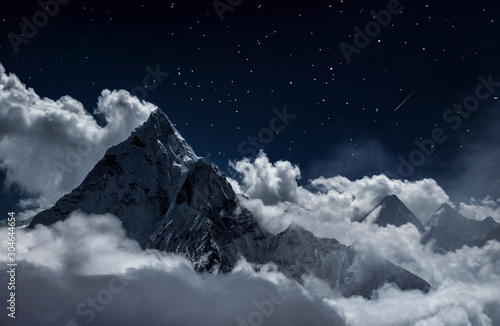 Photo Top of mount in the clouds at night, Nepal