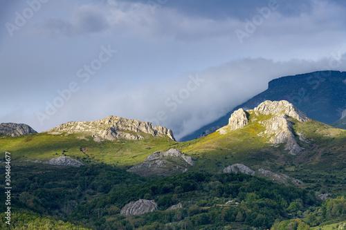 Hermosa vista a la montaña desde el mirador de El Campo, en la provincia de Palencia Canvas Print