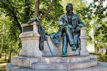 Denkmal Von Theodor Fontane Aus Dem Jahre 1907 In Neuruppin, Deutschland
