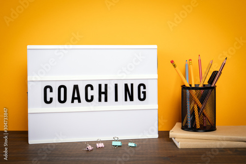 Tableau sur Toile Coaching. Learning, education, courses and retraining concept
