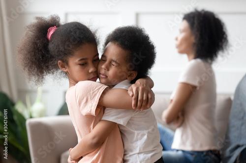Obraz na plátně Little african kids embracing passing through divorce of parents together