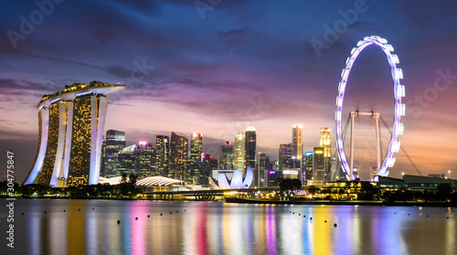 Fotografie, Obraz  Stunning view of the illuminated skyline of Singapore during a beautiful and dramatic sunset