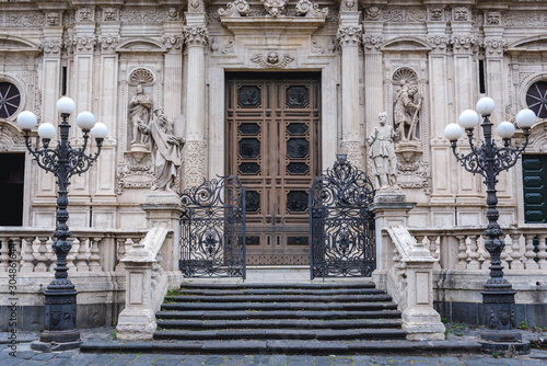 Photo Front view of San Sebastiano basilica in Acireale city on Sicily Island, Italy