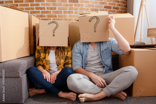 Vászonkép Confused couple of having to move and arrange all the packages