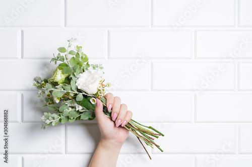 花束と女性の手 Fototapet