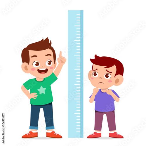 Cuadros en Lienzo happy cute kid boy measure height together