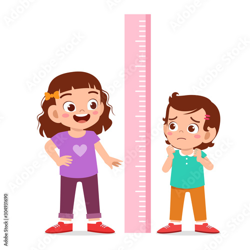 Fotomural happy cute kid girl measure height together