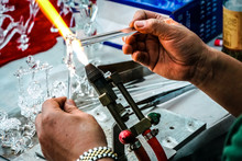 Hands Of The Handicrafts, The Art Mechanic Use Fire Burn Glass Rods To Melt Into The Shape.