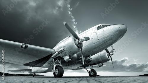 Fotografía historical aircraft against an dramatic  sky