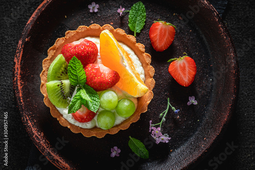 Obraz na plátně Top view of mini tart with summer fruits and cream