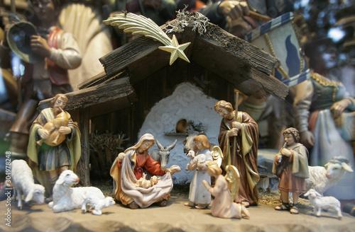Obraz na plátně Weihnachtskrippe mit Jesuskind, Maria und Josef und den Heiligen Drei Königen