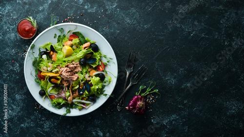 Cuadros en Lienzo  Seafood vegetable salad