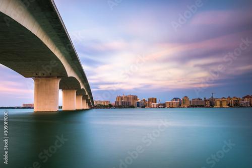 fototapeta na lodówkę Sarasota, Florida, USA town cityscape from Sarasota Bay.