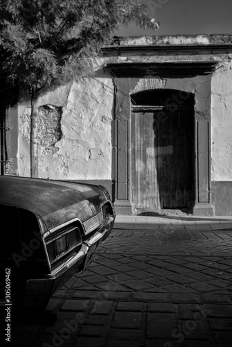 Aluminium Prints Old abandoned buildings Calle antigua de Oaxaca