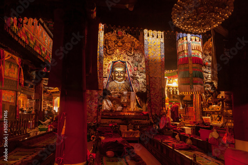 Fotografie, Obraz Interior of famous Buddhist Temple Jokhang in Lhasa, Tibet