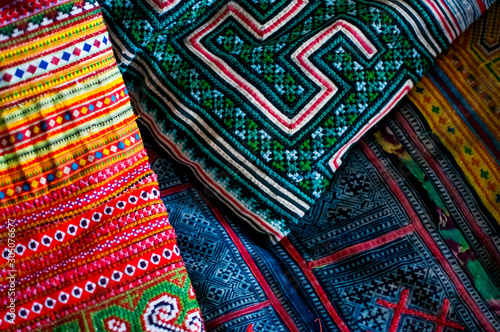 Colorful Hmong Hilltribe fabric/cushion cover and throw for sale in Chiang Mai T Tapéta, Fotótapéta