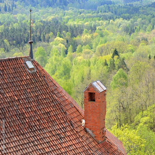 Photo  areal view on Turaida castle and Gauja river valley in spring in Sigulda, Latvia