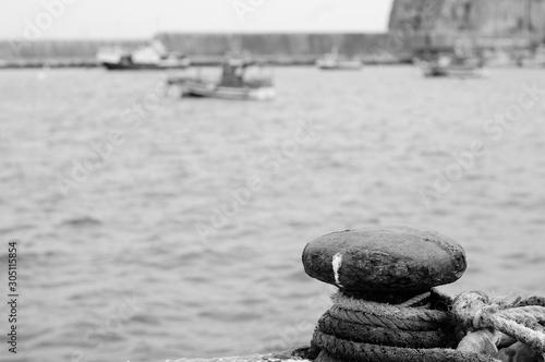 Photo Bolardo para amarrar barco en puerto