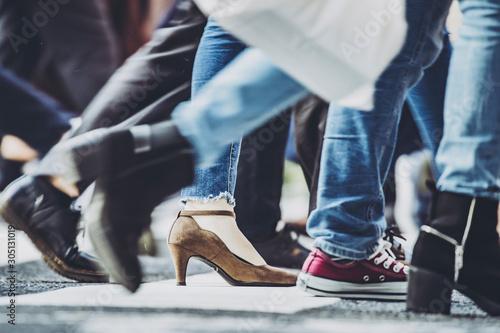Fotografie, Obraz  横断歩道を渡る人々
