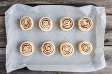 Raw Cinnamon Rolls. Preparatio...