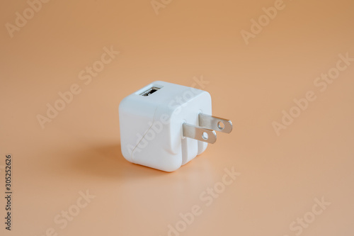 Canvastavla White Usb adapter on orange background