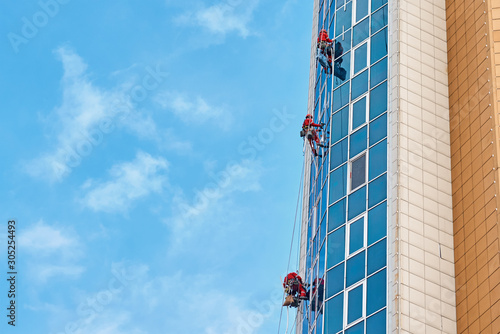 Photo Group of industrial climber work on a modern building outdoor