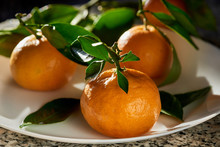 Fresh Tangerines With Green Le...