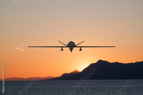 Photo  Silhouette of spy drone flying over the sea (UAV) and on the background beautifu