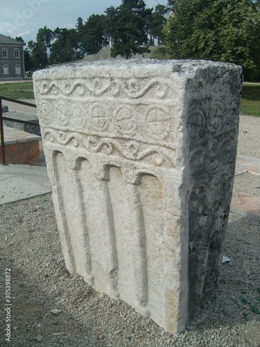 Fotografia Medieval tombstone Stecak with colonnades Niksic Montenegro
