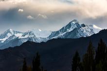 Beautiful Snow Caped Mountain ...