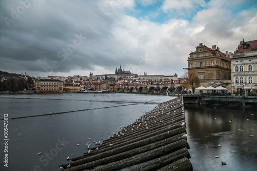 Photo Weir and barrage over wide river in old town