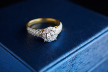 Wedding Gold Diamond Ring On J...