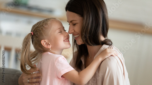 Fotografía  Tender mom hug adorable little kid daughter touching noses