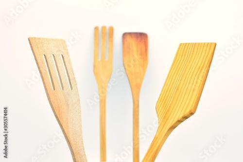 Obraz na plátne Utensilios de cocina hechos de madera, sobre fondo blanco