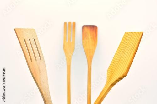 Utensilios de cocina hechos de madera, sobre fondo blanco Tablou Canvas