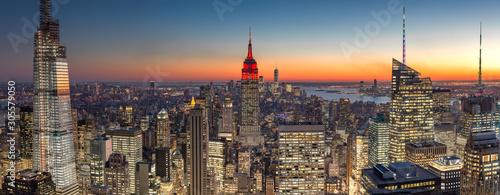 Miasto Nowy Jork Manhattan środka miasta budynków linii horyzontu wieczór zmierzch