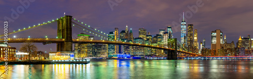 obraz PCV Panorama of beautiful sence of New York city with Brooklyn bridge and lower Manhattan in dusk evening. Downtown of lower Manhattan of New York city and Smooth Hudson river at night