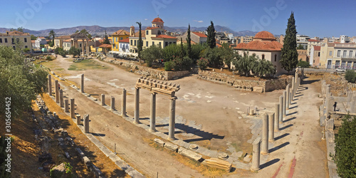 Photo The ruins of ancient Hadrian's library and the Tower of Winds in Athens, Greece